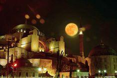 Kanlı ay. Ayasofya İstanbul. Bloody moon. Hagia Sophia. İstanbul. Turkey. Fotograf: Emin Küçükserim
