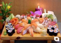 Das mitten in den Riem Arcaden zu findende Running-Sushi Konzept des Akakiko Restaurants, bietet seinen Gästen seit 10 Jahren täglich frische Speisen vom laufenden Band. Zu den bekannten Sushi Speisen werden hier zusätzlich warme Speisen auch in Form eines asiatischen Buffets serviert. Gebratene Nudeln, vegetarischen Gerichte, Huhn-, Rind- oder Schweine-fleisch, sowie Garnelen und Ente (abends), als auch warme und kalte Vor- und Nachspeisen runden das mit 60-70 Speisen angebotene Repertuar…