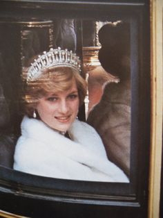 November Princess Diana heading to the 'Opening of Parliament' in London. Wearing a white fake fur jacket and a tiara. Princess Diana Family, Royal Princess, Princess Of Wales, Lady Diana Spencer, Spencer Family, Norfolk, Diana Fashion, Fur Fashion, Prinz Harry