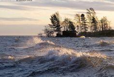 Meri - Meri myrsky myrskytuuli laine aalto saarimökki tyrsky saari mökki joulukuu  alkutalvi aallot laineet79