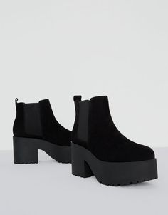 Black ankle boots with block high heels - See all - Shoes - Woman - PULL&BEAR Korea, South