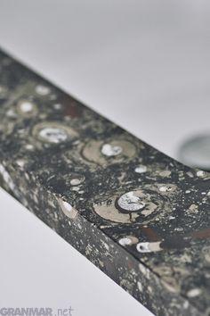 Blat łazienkowy z naturalnego marmuru Fossil Brown