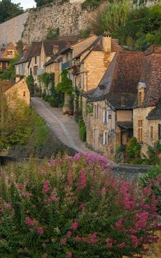 Beynac-et-Cazenac, Dordogne, Aquitaine, (by Bob Radlinski) Nature Aesthetic, Travel Aesthetic, Places To Travel, Places To Visit, Dordogne, Photos Voyages, French Countryside, Northern Italy, Dream Vacations