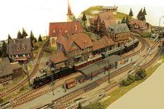 European Models, Standard Gauge, Train Table, Hobby Trains, Model Train Layouts, N Scale, Model Trains, Paris Skyline, Scenery