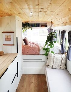 Tiny House Living 47596 Living the Vanife! Aussies Embracing Tiny, Mobile Homes - The Design Files Bus Living, Tiny House Living, Conversion Van, Van Conversion Shower, Van Conversion Interior, Sprinter Van Conversion, Diy Bed, Tiny House Mobile, Mobile Homes