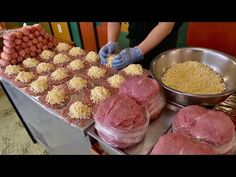 Niesamowita robienie kotletów wieprzowych z serem - koreańskie jedzenie uliczne - YouTube Korean Street Food, Korean Food, Pork Cutlets, Queso, Food Photo, Asian Recipes, Beef, Cheese, Cooking