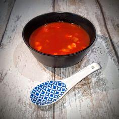 Deze Chinese tomatensoep is een heerlijke zoet/zure maaltijdsoep vol met smaak. Dit pannetje is als maaltijd voldoende voor 2, als voorgerecht voor 4.