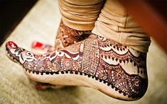 Latest mehndi designs for feet.Choosing the correct mehndi design for the foot isn't that easy as it may appear.Find best mehndi idea for yourself.
