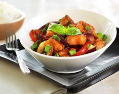 Wok with salmon Seafood Recipes, Indian Food Recipes, Ethnic Recipes, Wok, Fajitas, Asian Style, Kung Pao Chicken, Nom Nom, Salmon
