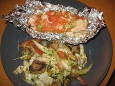 Rezept: Tomaten-Lachs im Päckchen mit Schwenkgemüse
