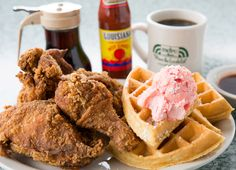 Fried chicken and waffles with house-made strawberry butter from Metro Diner. American Diner, American Restaurant, Diner Recipes, Dessert Recipes, Desserts, Diner Food, Breakfast Menu, Best Breakfast, Metro Diner