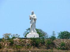 El Cristo de La Habana es una gran escultura que representa a Jesús de Nazaret, de 20 metros de altura construida en mármol de Carrara. Su peso aproximado es de unas 320 toneladas. La estatua está compuesta por 67 piezas que fueron traídas desde Italia, ya que fue esculpido en Roma y allí bendecido por el Papa Pío XII. Se encuentra a 51 metros sobre el nivel del mar, lo que permite a los habaneros ver la escultura desde muchos puntos de la ciudad.