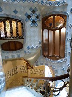 Escalier public de la Casa Batllo (Barcelone)