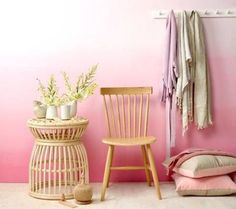 Ombre-effect wall in pretty pink tones