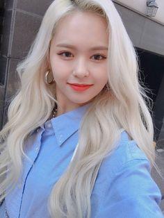 Kpop Girl Groups, Korean Girl Groups, Kpop Girls, K Pop, Comeback Stage, Loona Kim Lip, Gfriend Sowon, Yuehua Entertainment, New Girl