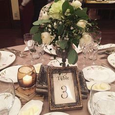 *テーブル* ナチュラル・アンティークをテーマに。 テーブルの小物類は全て式場のレンタルですが、テーブルナンバーだけは用意しました。100均です。…