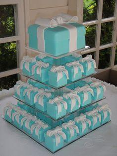 Tiffany box cake and mini cakes. Cute for a bridal shower. Tiffany Box, Tiffany Cakes, Tiffany Theme, Tiffany Party, Tiffany Wedding, Tiffany And Co, Blue Wedding, Trendy Wedding, Tiffany Sweet 16