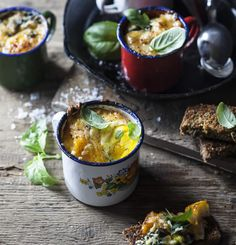 Baked Eggs with Haddock, Cheddar and Spinach Banting Breakfast, Breakfast Time, Healthy Breakfast Recipes, Snack Recipes, Healthy Eating, Cooking Recipes, Healthy Recipes, Healthy Meals, Healthy Food