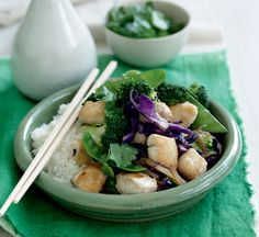 Fish stir-fry with broccoli and ginger Healthy Chinese Recipes, Easy Dinner Recipes, Healthy Dinner Recipes, Appetizer Recipes, Healthy Food, Fried Broccoli, Broccoli Recipes, Healthy Anzac Biscuits, Chicken And Chips