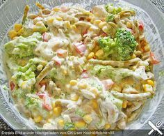 Gemüsesalat mit Brokkoli, Mais und Champignons Vegetable salad with broccoli, corn and mushrooms Mushroom Vegetable, Vegetable Salad, Salad Dressing Recipes, Salad Recipes, Healthy Recipes, Drink Recipes, Broccoli Salad, Broccoli Recipes, Vegetables