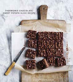 Because we don't only have to hide veggies in savoury dishes, right? THERMOMIX CHOCOLATE SWEET POTATO SLICE INGREDIENTS 500 g water 250 g sweet potato, peeled and cut into cubes (3 cm) 150 g red apple, peeled and cut into cubes (3 cm) 100 g butter, cut into pieces (3-4cm), plus extra for greasing 8...ReadMore Sweet Potato Slices, Sweet Potato Brownies, Sweets For Diabetics, Diabetic Sweets, Healthy Biscuits, Sugar Free Baking, Easter Chocolate, Chocolate Chips, Thermomix Desserts