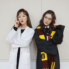 Irene and Wendy Seulgi, South Korean Girls, Korean Girl Groups, Otp, Twitter Header Aesthetic, Wendy Red Velvet, Ice Princess, Block B, Friend Pictures