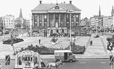 De Grote Markt met de beeldententoonstelling 'Beeld en route' in 1967 - Foto's SERC
