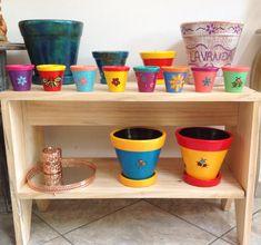 Se você quer dar um toque na sua decor, deixar sua casa mais colorida, pense em vasos decorados! #alemdaruaatelier #verokraemer #vasosdecorativos