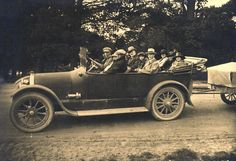 Tour Car at the Jenolan Caves, Blue Mountains, Australia - 1918 Jenolan Caves, Titanic Ship, Back Seat, Blue Mountain, South Wales, Ancestry, Fossils, Sydney, Old Things