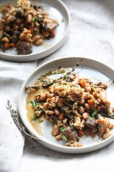 This easy French vegetarian cassoulet recipe is packed with white beans, leeks, mushrooms and chard. It& a cozy, comforting way to get your vegetables! Vegetarian Comfort Food, Vegan Vegetarian, Vegetarian Recipes, Healthy Recipes, Comfort Foods, Superfood Recipes, Healthy Snacks, Vegan Main Course, Healthy Eating Recipes