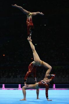 ♂ Sports Adventure - Acrobatic gymnasts at the 2008 Olympic Gymnastics Gala