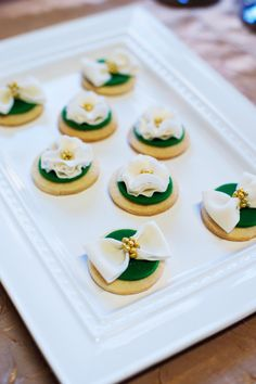 Green and gold bow tie cookies // Perfect for a Baylor wedding! #SicEm