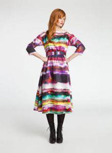 Such colourful dress for a winters day by Marimekko http://www.scandinavia-design.fr/aronia-mulberi-malto-marimekko_en.html