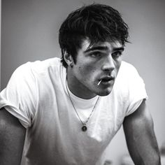 Can We Just Take a Moment to Drool Over Jacob Elordi, the Anti-Heartthrob From 'Euphoria'? - - He's sooo much more than lock-screen eye candy, you guys. Beautiful Boys, Pretty Boys, Kissing Booth, Men Kissing, Fine Men, Leonardo Dicaprio, Hot Boys, Cute Guys, Cute White Guys