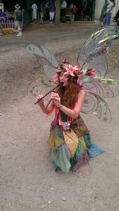 Lovely Twig the Fairy at the Colorado Renaissance Festival Reizender Zweig die Fee am Colorado-Renaissance-Festival Cool Costumes, Halloween Costumes, Fairy Costumes, Steampunk Vetements, Faerie Costume, Woodland Fairy Costume, Renaissance Festival Costumes, Elfa, Fantasias Halloween