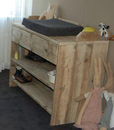Babykamer (commode en afzetplank)