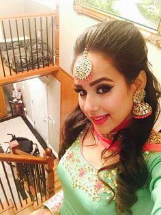 Looking so gorgeous Pakistani Dresses, Indian Dresses, New Punjabi Suit, Embroidery Suits Punjabi, Boutique Suits, Stylish Blouse Design, Punjabi Fashion, Hair Decorations, Indian Suits
