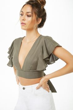 Plunging Front Crop Top by Fashion Clubhouse ♥️♥️ All sizes Available 🤗🤗 Just at Only 🥰🥰 DM us to buy 💌💌 . Fashion Sewing, Diy Fashion, Ideias Fashion, Fashion Dresses, Crop Top Outfits, Trendy Outfits, Cute Outfits, Crop Top Designs, Moderne Outfits