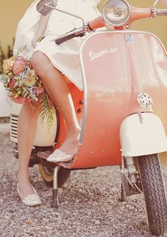 Fully Restored 1963 Millenial Pink with White Leather Vintage Italian Piaggio Vespa - Melon, Sand and Sage Color Palette Need some color inspiration? This melony coral color pairs perfectly with sand and sage. Scooter Girl, Vespa Girl, Scooter Shop, Gas Scooter, Vespa Rose, Pink Vespa, Vespa Vintage, Vintage Bicycles, Vintage Pink