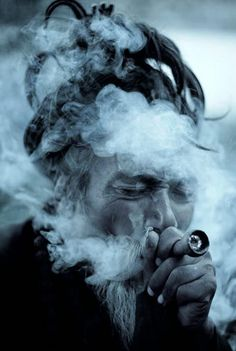 SADHU SMOKING HASHISH....PARTAGE OF PEACE LOVE UNDERSTANDING ON FACEBOOK....