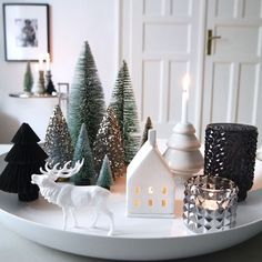 The most beautiful ideas for your Christmas decoration - Christmas countdown … The Effective Pictures We Offer You About fireplace decor A quality pictur - Christmas Countdown, Noel Christmas, Simple Christmas, Christmas And New Year, White Christmas, Christmas Lights, Homemade Christmas, Beautiful Christmas, Elegant Christmas