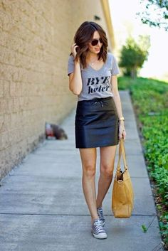 Street style   Messaging shirt, leather skirt and sneakers