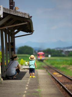 Photography Secrets The Pros Don't Want You To Know Japan Landscape, Landscape Photos, Summer Landscape, Trains, Japan Street, Take Better Photos, Train Tracks, Photo Backgrounds, Taking Pictures