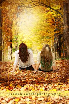 Sister photography, best friend photography, best friend pictures, friend p Best Friend Photography, Sister Photography, Autumn Photography, Senior Photography, Amazing Photography, Photography Ideas, Best Friends Shoot, Best Friend Poses, Fall Friends