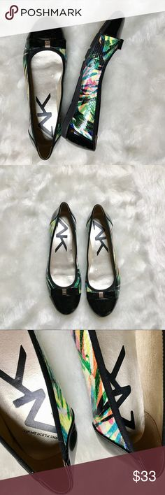 Anne Klein Sport Tropical Black Flats (EUC) 8.5 Anne Klein tropical printed flats with a Pantene black finish in other areas. Black bow in too with silver Anne Klein metal hardware. In great condition, hardly worn! Perfect for the fall weather. Women's size 8.5 Anne Klein Sport Shoes Flats & Loafers