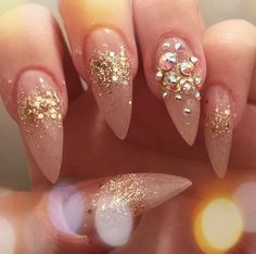 In look for some nail designs and ideas for your nails? Here's our list of 39 must-try coffin acrylic nails for fashionable women. Sexy Nails, Fancy Nails, Stiletto Nails, Cute Nails, Pretty Nails, Fabulous Nails, Gorgeous Nails, Gorgeous Makeup, Ongles Beiges