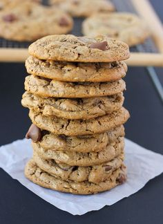 Flourless Oatmeal Almond Butter Chocolate Chip Cookies {Gluten-Free}…