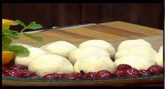 Laci bácsi konyhája Mákkal töltött túrógombóc Pudding, Cheese, Make It Yourself, Desserts, Food, Tailgate Desserts, Deserts, Custard Pudding, Essen