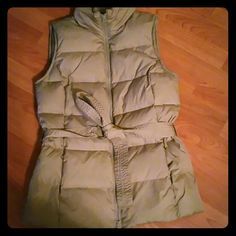 GAP puffy and warm vest Green army, suuuper warm, like new. Color green army, GAP Jackets & Coats Vests
