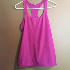 Under Armour Tank Worn a few times, great condition! Fits loose so would fit a small and probably a medium. Under Armour Tops Tank Tops